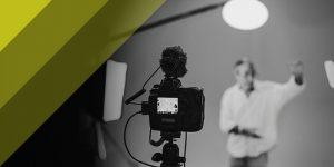 Luce continua o flash: guida alle lampade da studio fotografico
